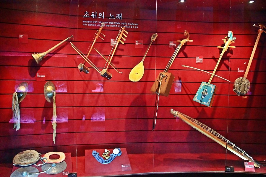 남양주 몽골문화촌에 전시된 전통악기