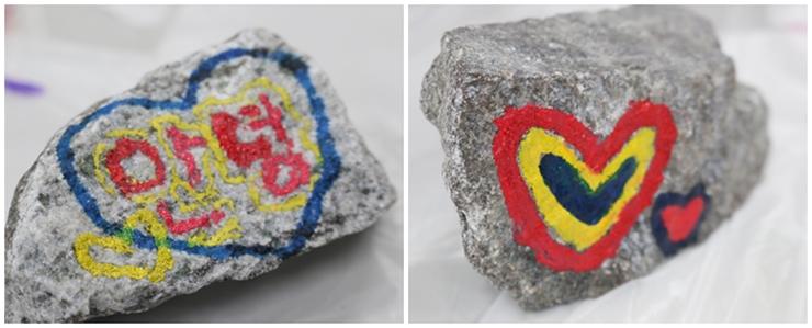 돌에 다양한 그림 그리기 체험