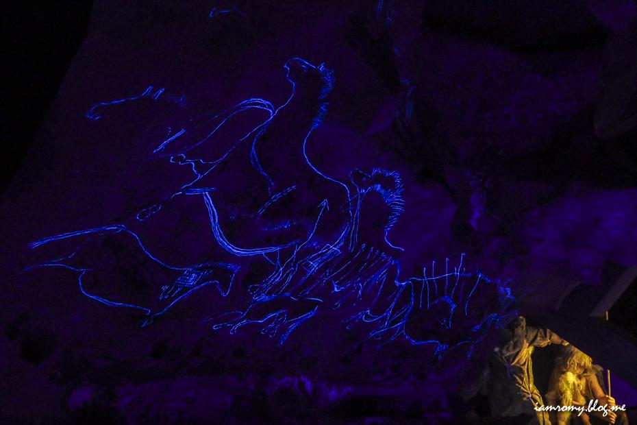 어둠속의 벽화