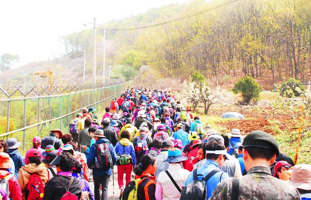 걷기 행사에 참여한 시민들