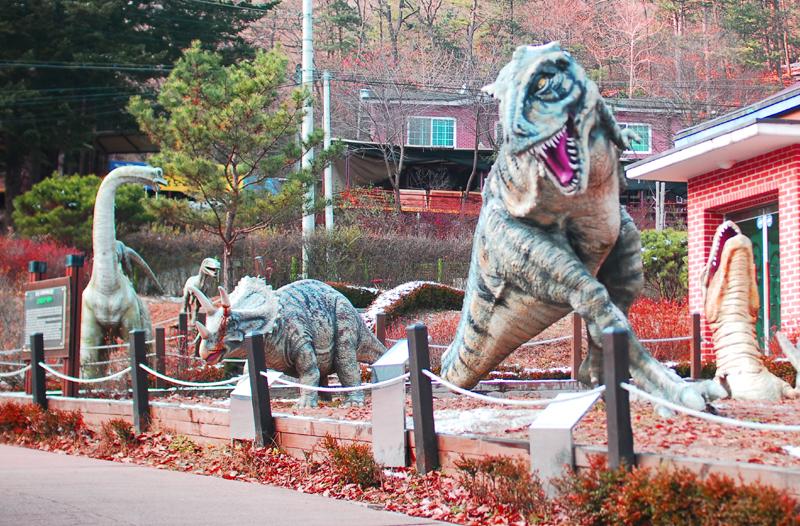 공룡의 조형물