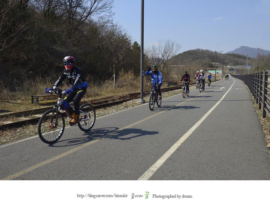 자전거를 타는 사람들