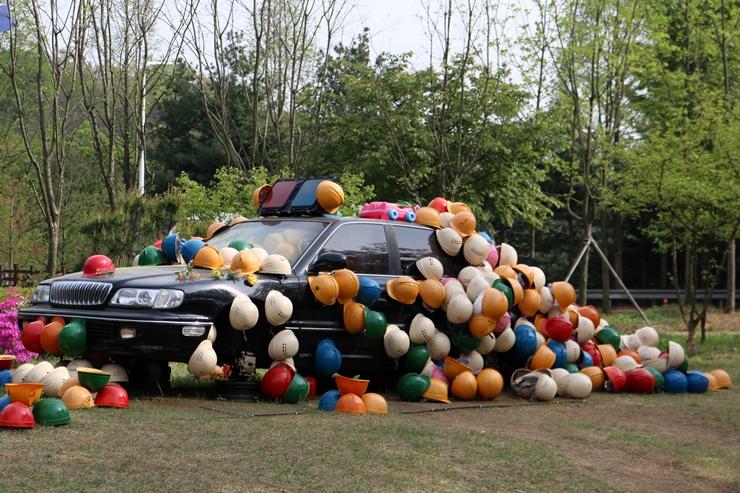 아트센터의 자동차 전시품