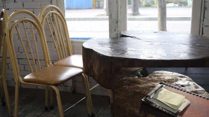 칼국수집 테이블