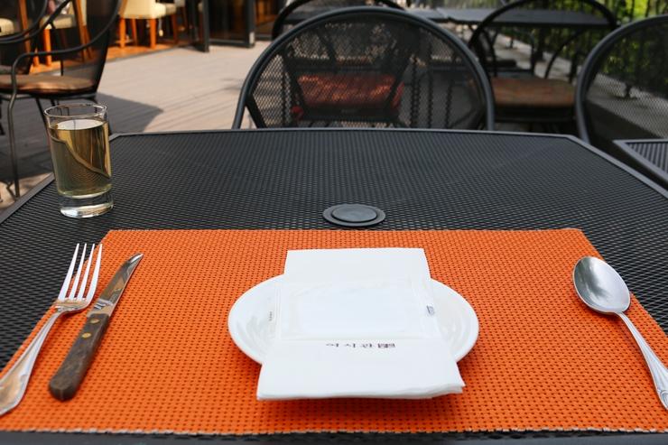 기본 테이블 식기 세팅