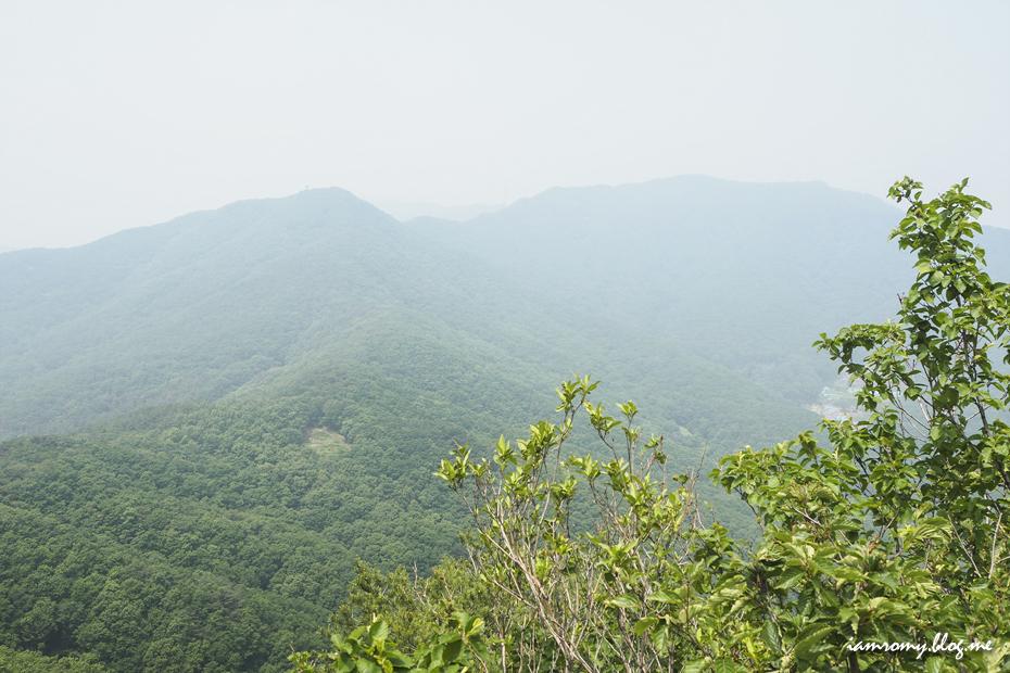 높은 곳에서 내려다 본 산