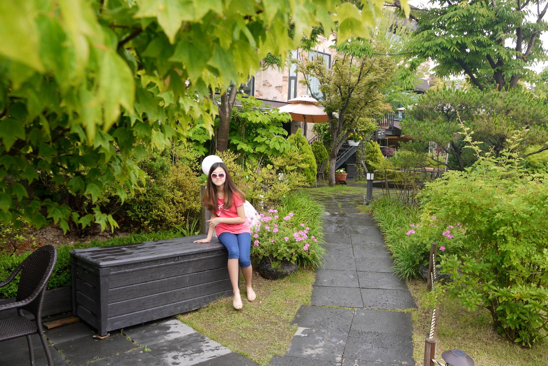 야외 정원과 딸