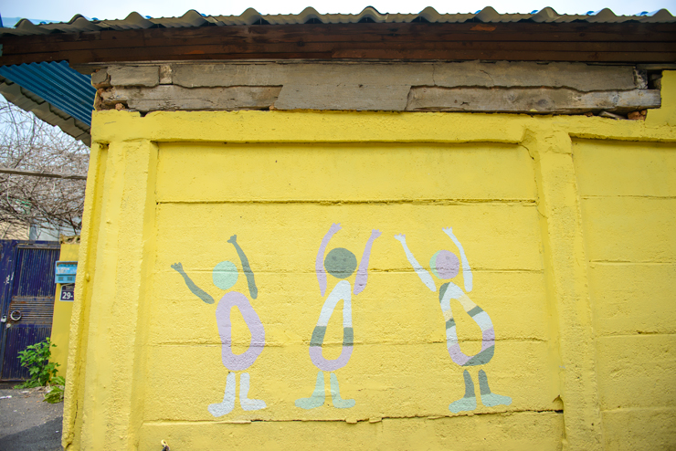 아이들 형상의 벽화