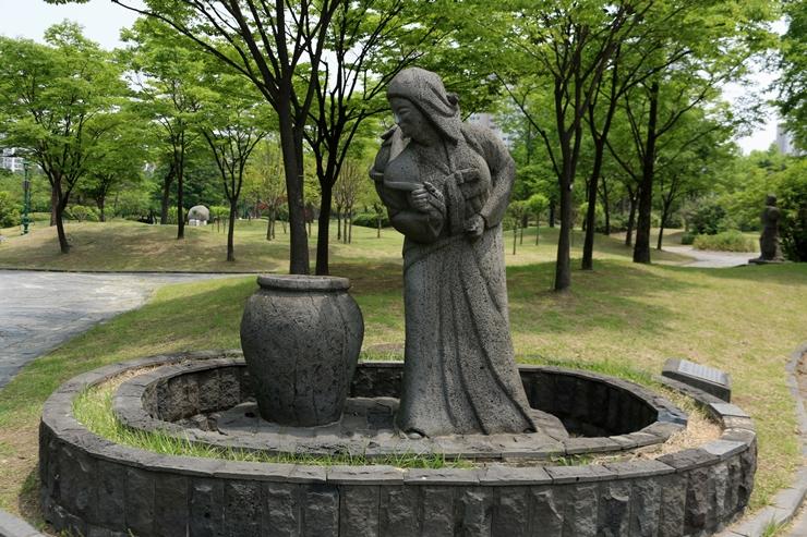설문대 할망 동상