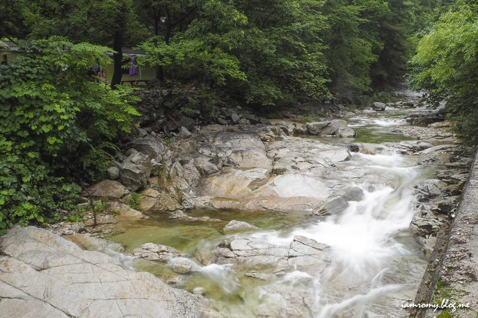 계곡에 흐르는 물