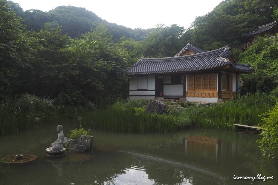 묘적사에 있는 연못