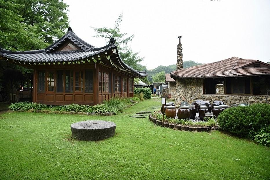 식당 밖 정원