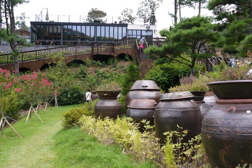 레스토랑 산과 정원 풍경