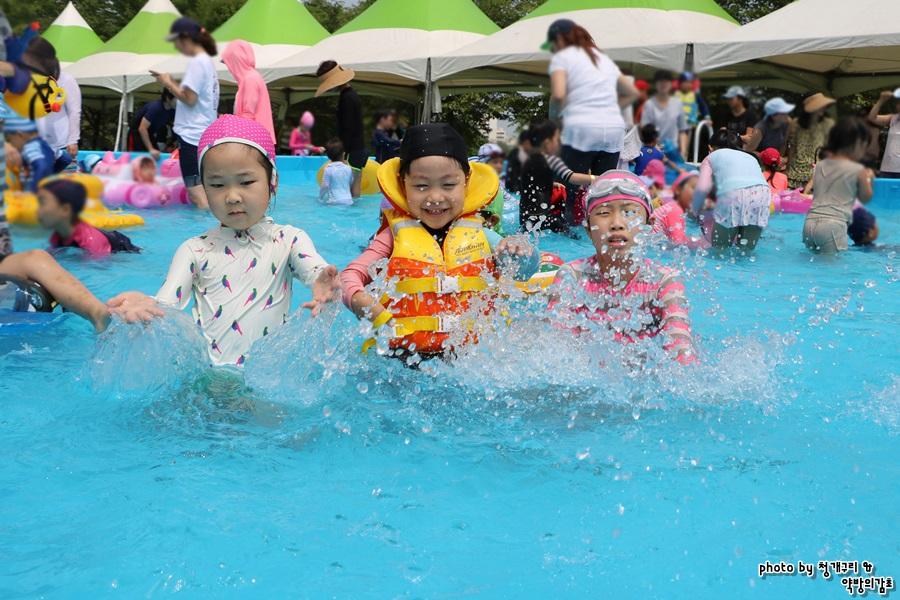 물놀이하는 아이들