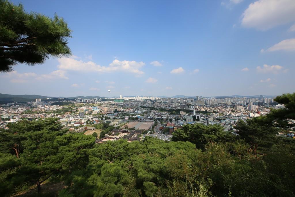 팔달산 정상에서 내려다 본 수원시의 동쪽