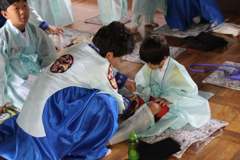 선비 체험을 하는 아이들