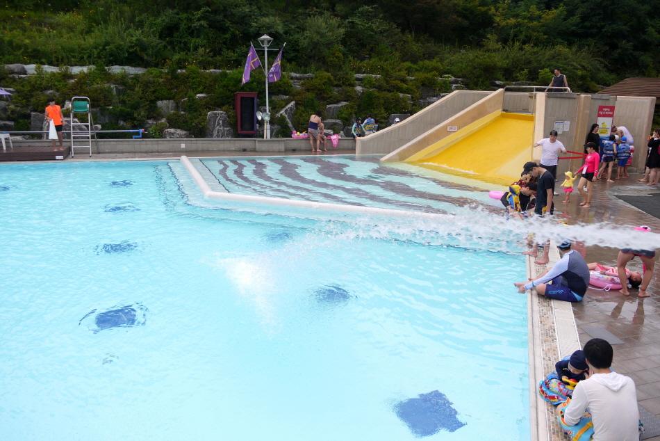 야외 수영장 전경