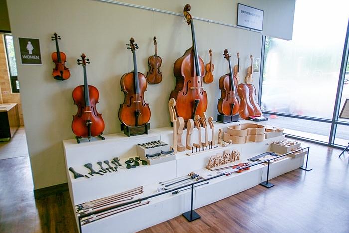 프라움악기박물관 현악기 전시장