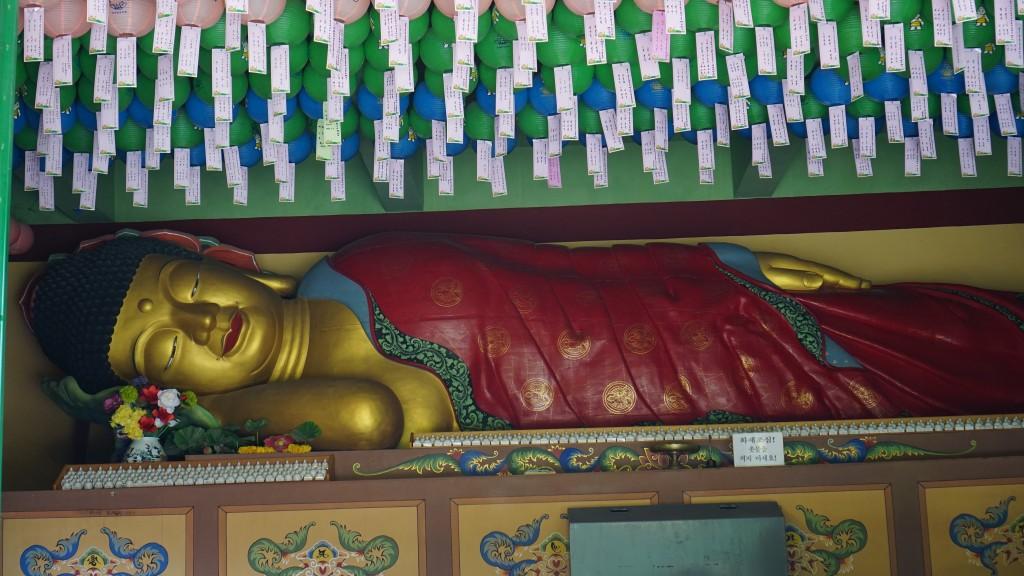 누워있는 부처님 불상