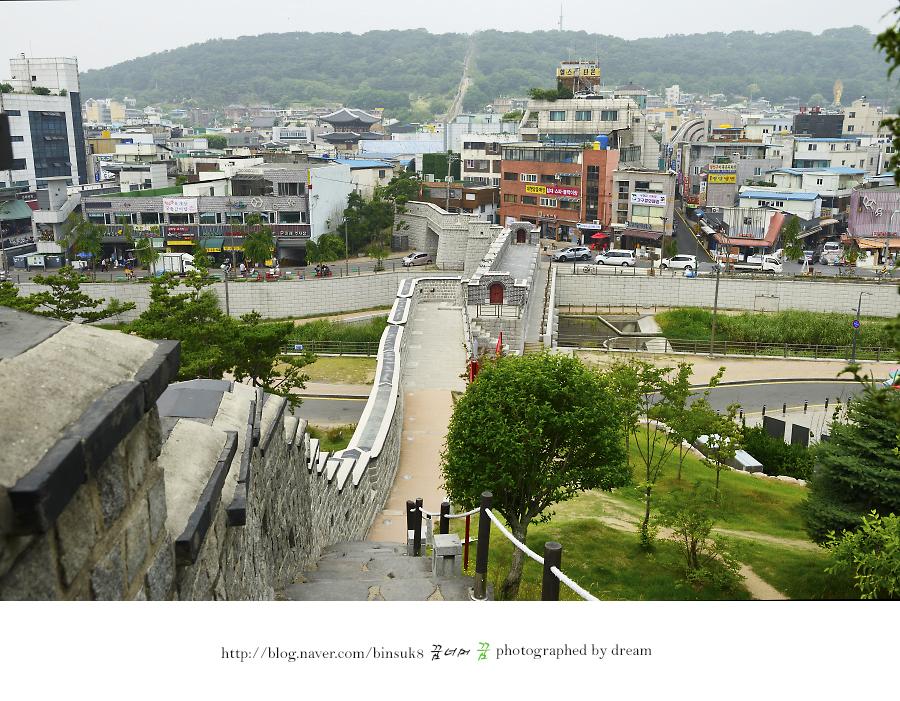 동남각루에서 내려다 본 남수문과 서장대