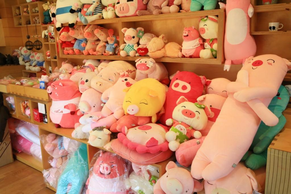 돼지관련 상품을 판매
