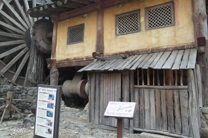 구리 고구려대장간마을 작업과장을 설명하는 안내문