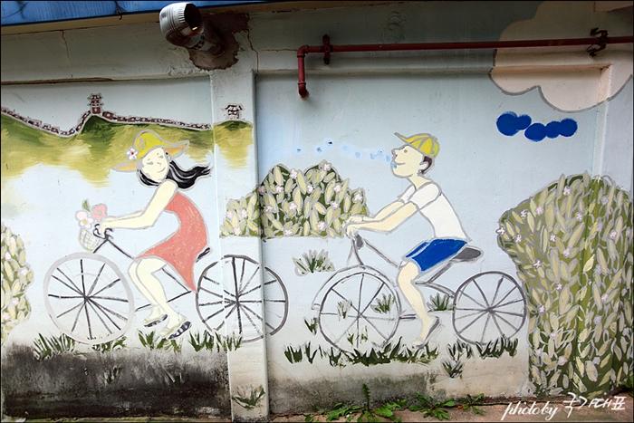 자전거 타는 연인벽화