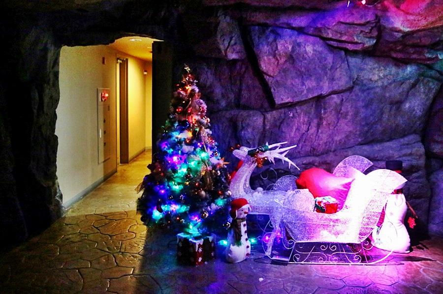 크리스마스 트리와 썰매조명