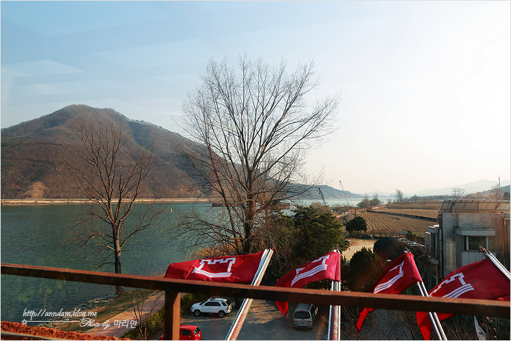 2층에서 본 북한강변 풍경