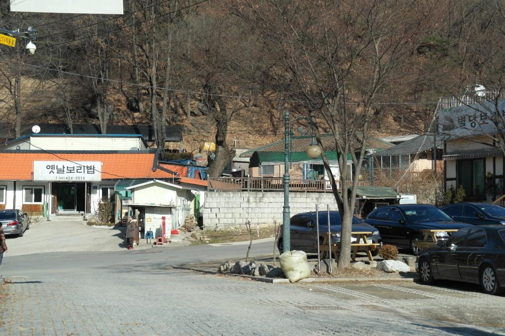 근처 보리밥 식당들