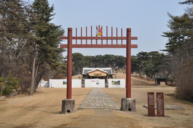 홍살문 앞