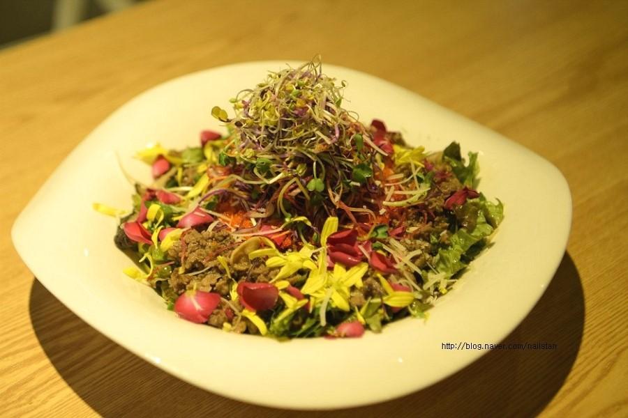 불고기 꽃 허브 비빔밥