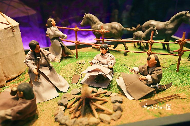 몽골인의 생활모습을 그린 미니어처