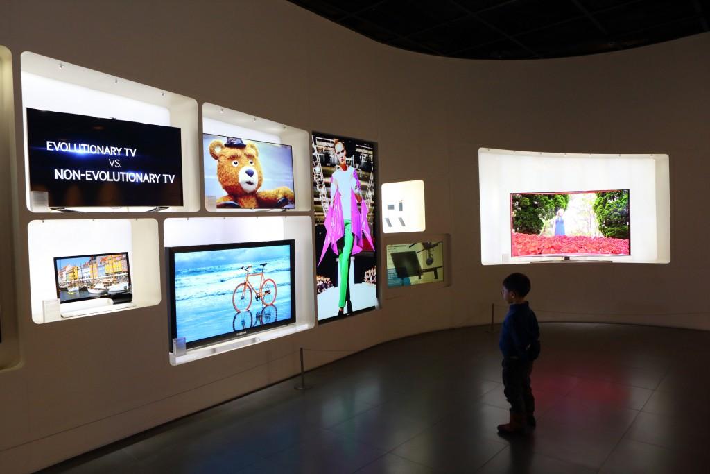 삼성이노베이션의 영상 전시물들