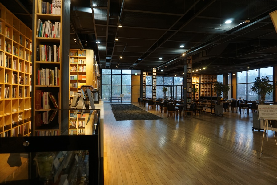 1층 카페 전경2