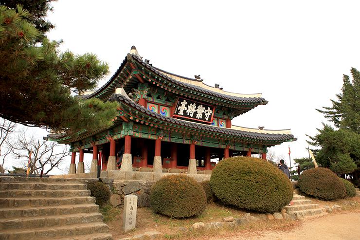 南漢山城の全景。