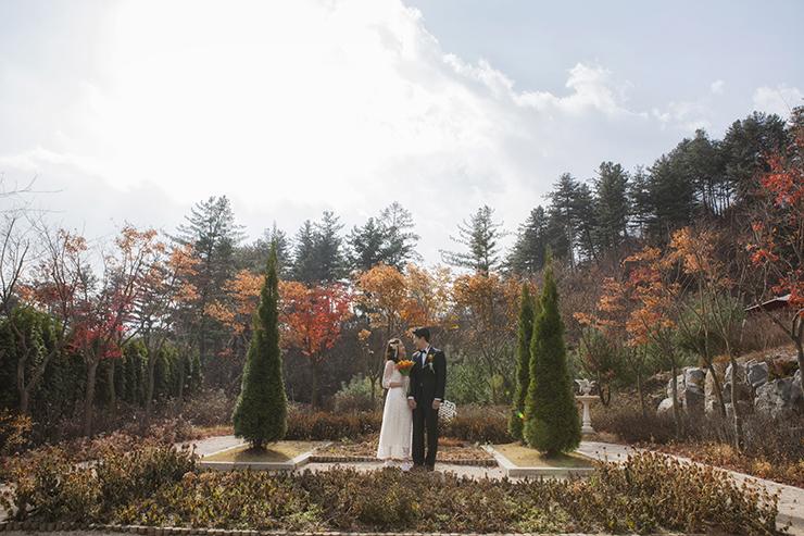 가평 에델바이스 정원에서 셀프 웨딩 촬영 모습