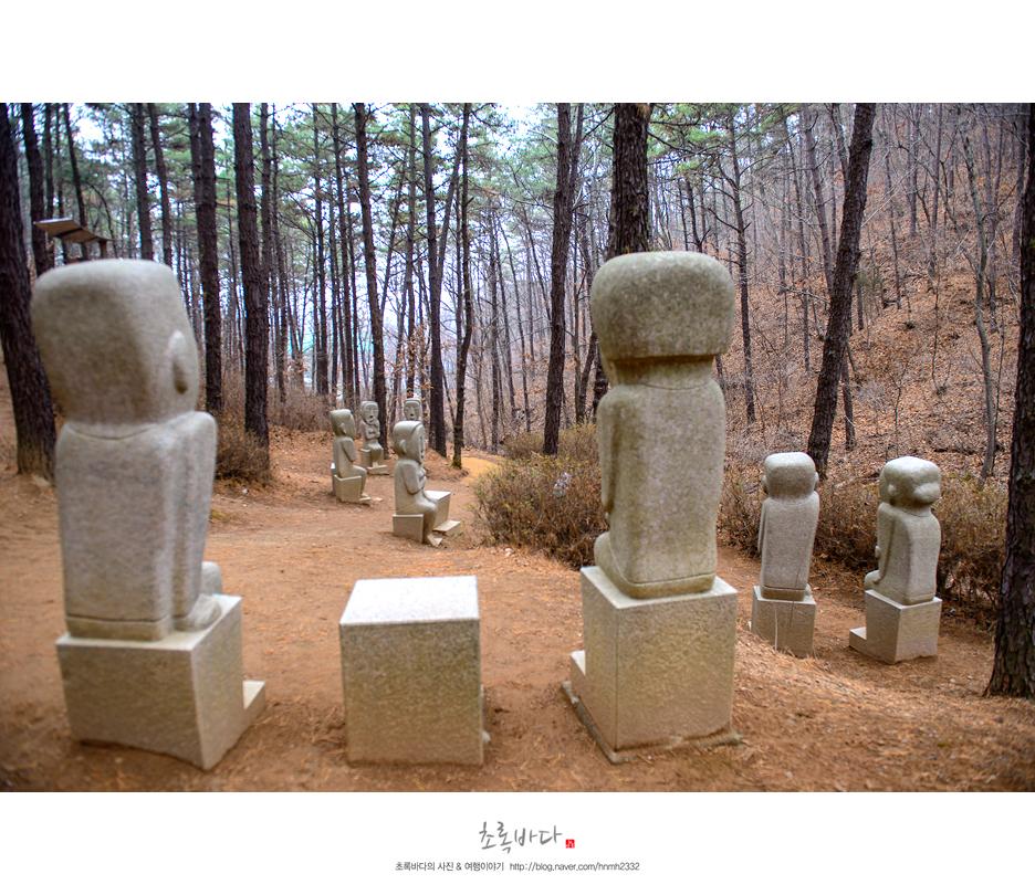 남과 북을 잇는 통의 메세지를 담고 있는 돌 조각 작품