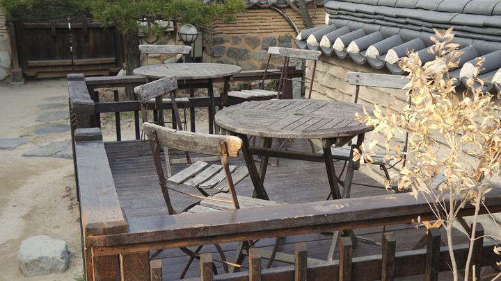 고당의 야외 테이블