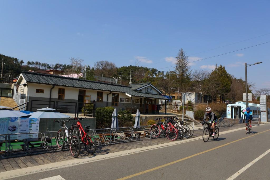 남양주자전거길과 자전거를 타고 있는 사람들