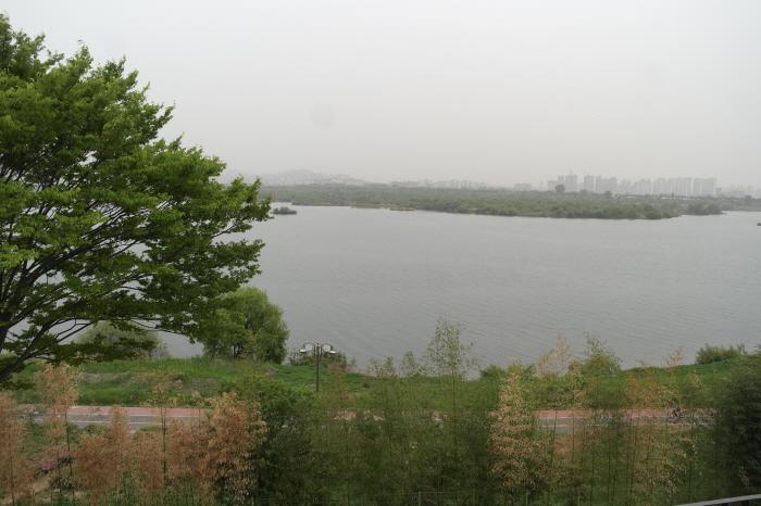 3층 전망대에서 바라보는 한강 풍경