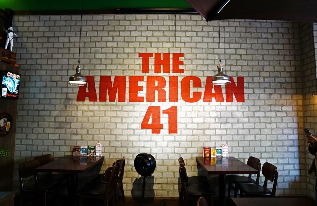 벽면에 쓰여진 THE AMERICAN 41