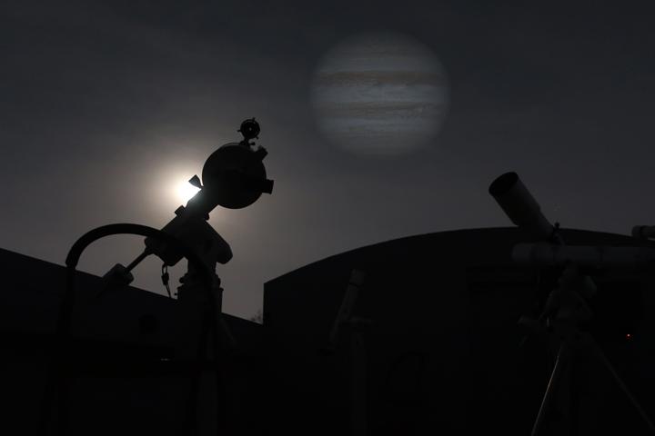 천문망원경으로 목성을 보다