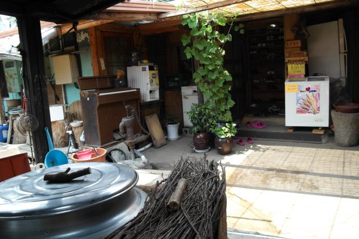 안성 고삼묵집 마당 모습