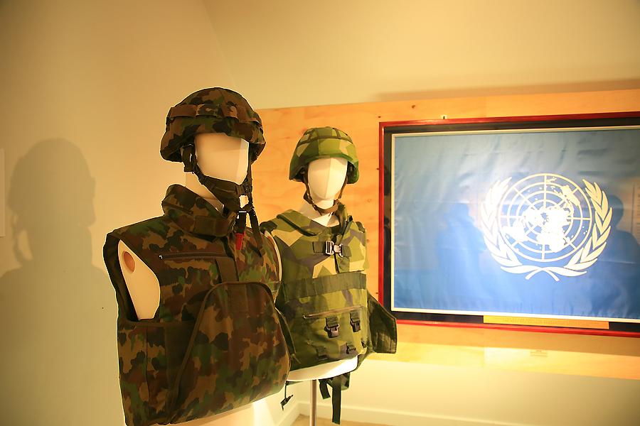 군복이 전시된 모습