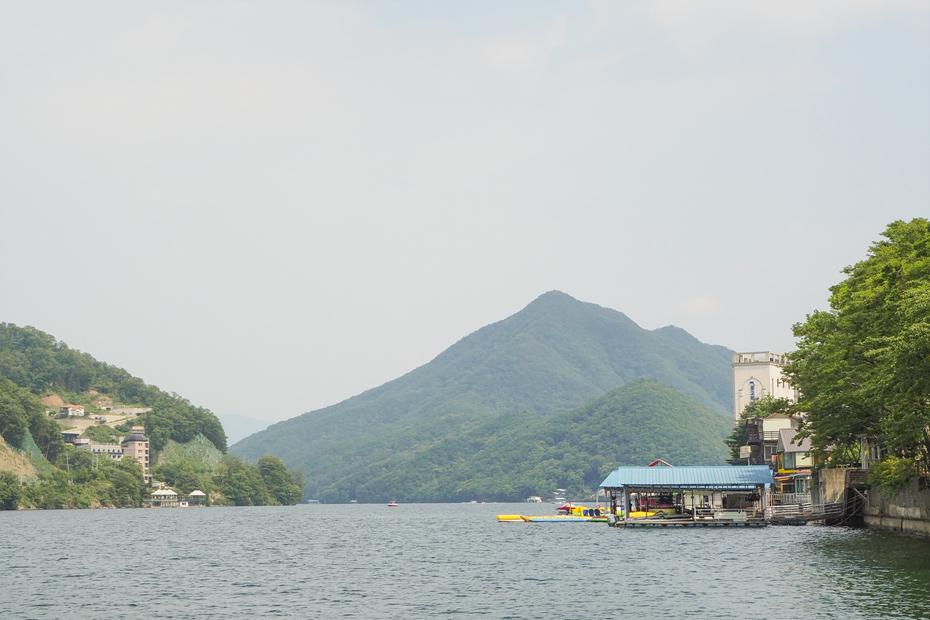 산과 강의 풍경