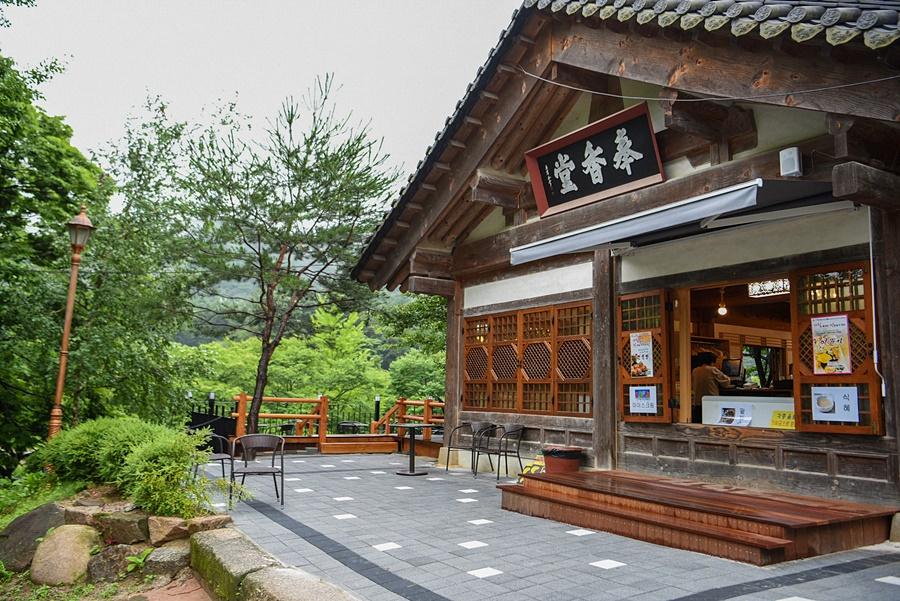 봉선사 카페 앞