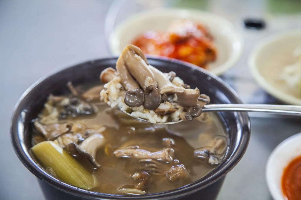 용문원조 능이버섯국밥 한숟가락