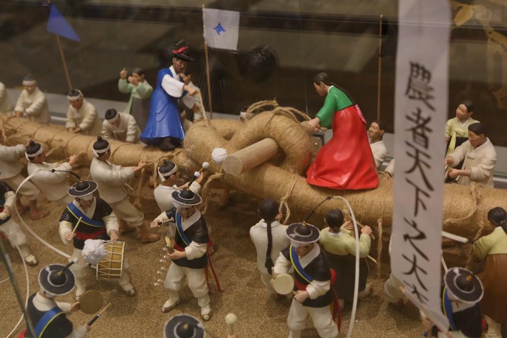 고색향토문화전시관의 고색동 줄다리기 전시물