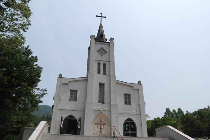 성당 앞 모습